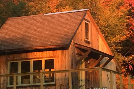 Off Grid Romantic Cabin in the Woods with a View