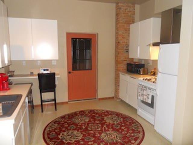 The Sunflower House 2 BR apartment - Warren - Apartamento