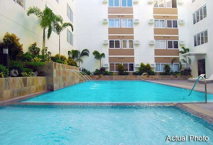Paul & Ella's  Fully Furnished Condo  Near Nuvali