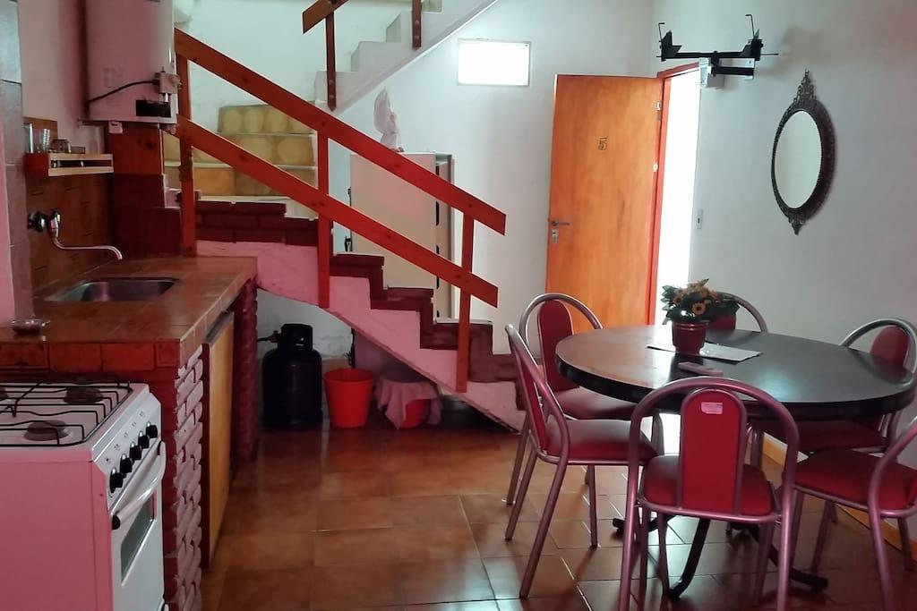 puerta de entrada y escalera