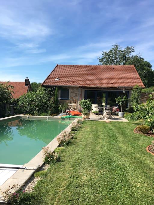 Le logement vu de la piscine