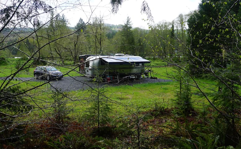 Secluded off-grid Airstream on the McKenzie river - Walterville - Wohnwagen/Wohnmobil