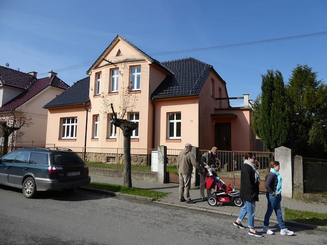Villa near town center, with garden and garage