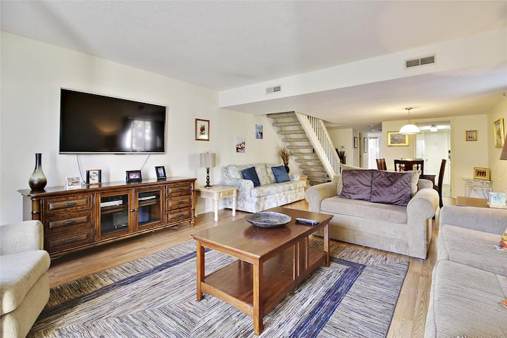 Spacious 2 bedroom, 2.5 bath townhome is located in the Shipmaster area of Shipyard Plantation.