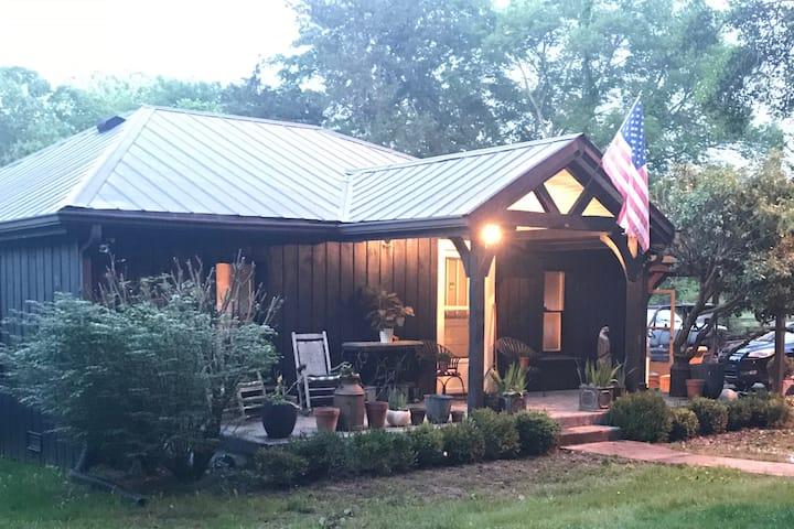 3bd/2ba Farmhouse on River in Kingston Springs