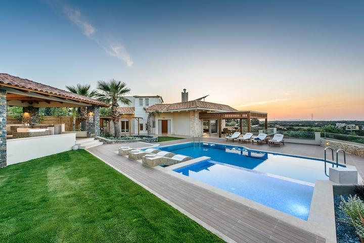 Villa Belle Helene, 4 bedrooms, pool, Jacuzzi