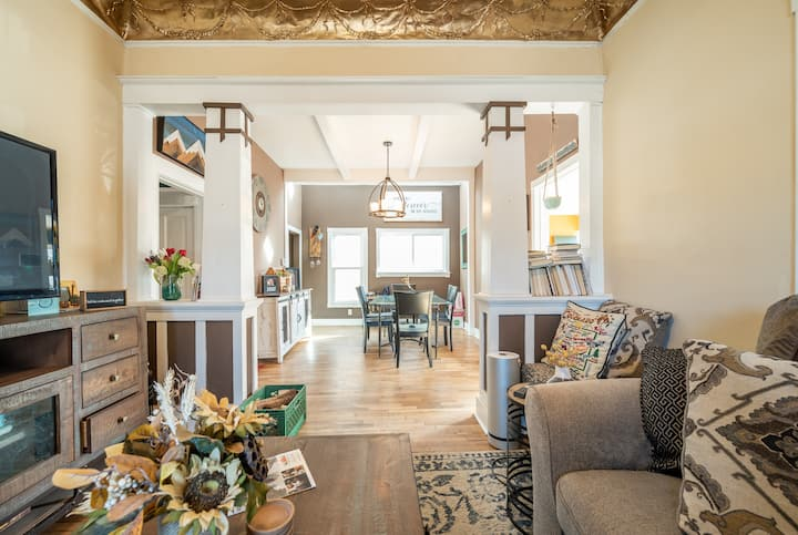 Charming & cozy craftsman-style room near downtown