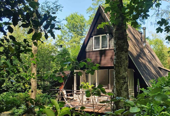Luxe relaxhuisje in het bos, nabij Maastricht!