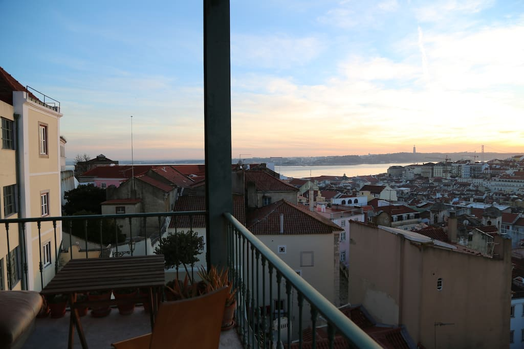 left view - Tagus river, downtown Lisbon