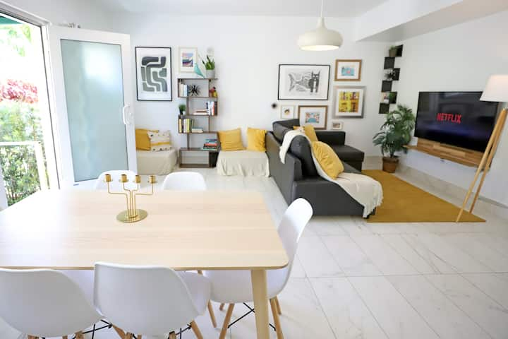 3min to Beach Bungalow Family-Friendly Free Parking | 2 Bedroom, 1 Bathroom Private Apartment