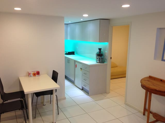 Vegetarian, Friendly, Private Unit - Molendinar - Apartmen
