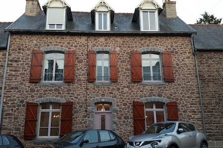 Cosy Brittany town house in artist's village - Pontrieux - บ้าน