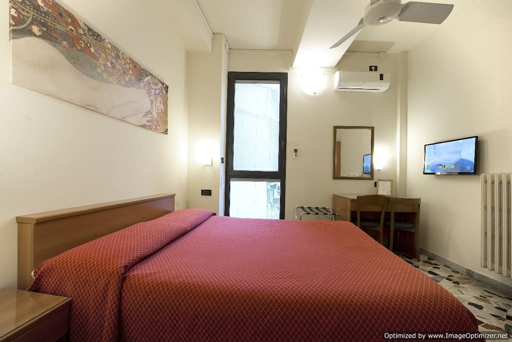 Rooms To Rent In E