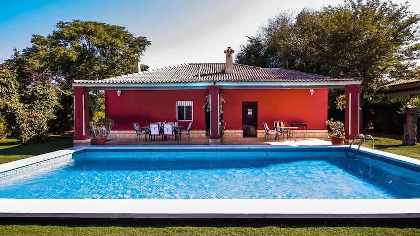 Casa rural entre Sevilla y Málaga. Piscina privada