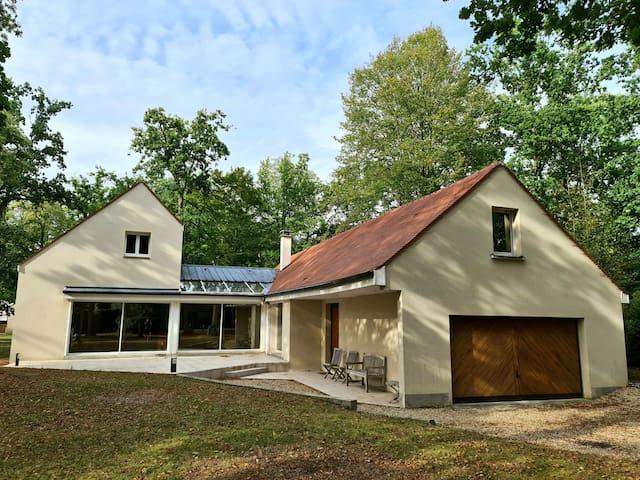 Maison  forêt Lys Chantilly, proche CDG et Paris