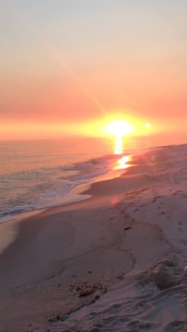 """BAHIA BREEZE"" ~ NAVARRE BEACH TOWNHOUSE, SLEEPS 8"