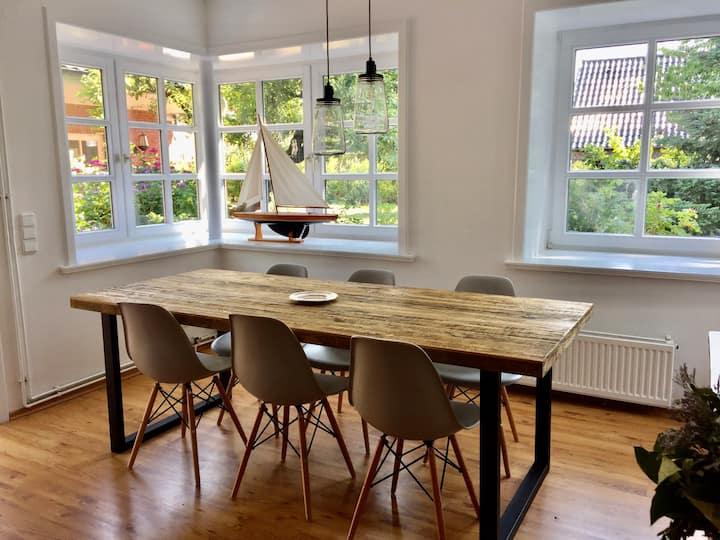 Uns Landhus 43 - Stilvolle Ferienwohnung + Garten