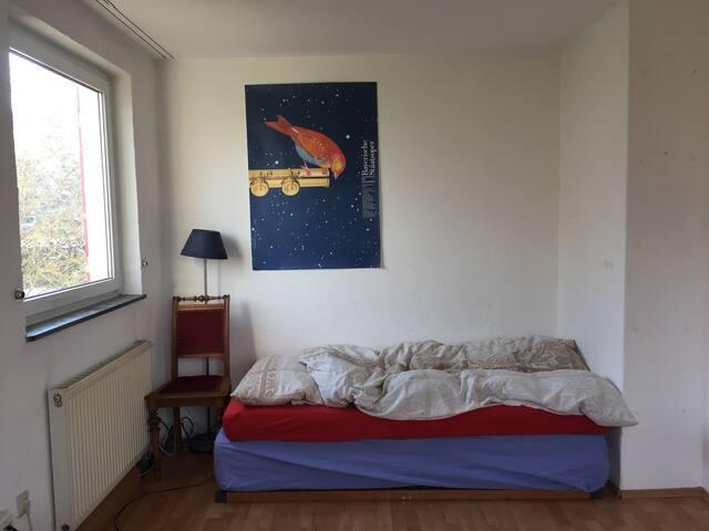Helles Zimmer in gemütlichem Haus mit Garten