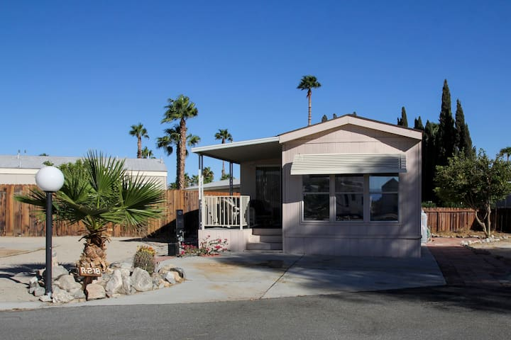 2 BDRM Secluded Retreat, Mineral Spring Waters! - Desert Hot Springs - Bungalow