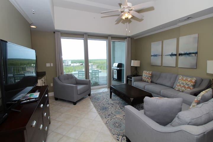 Wharf Resort 916- Bay Views with Coastal Interior & Free Water Park Admission