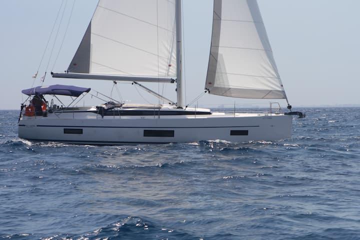 Beautiful Bavaria C45 Sailing Yacht