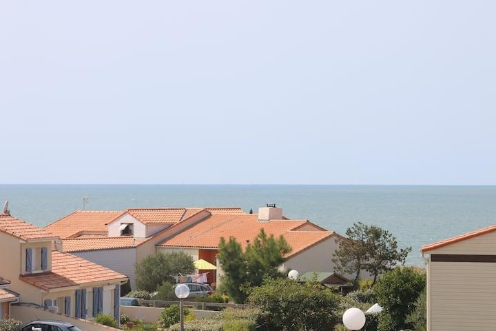 Studio spacieux avec vue sur mer et plage à 150 m