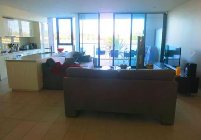 beautiful room in a very nice apartment - Applecross - Condominium