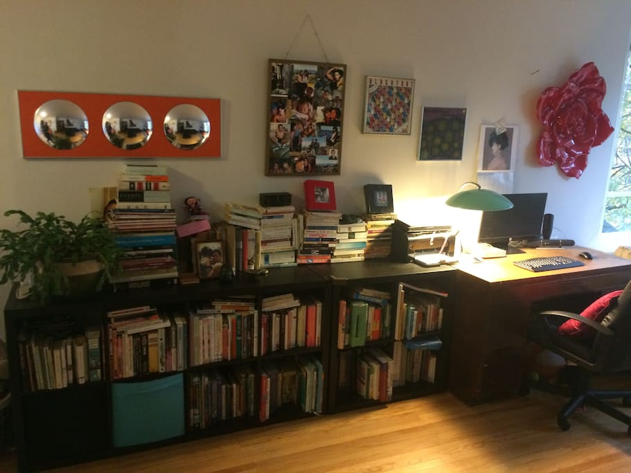 Living room with many books in English and French