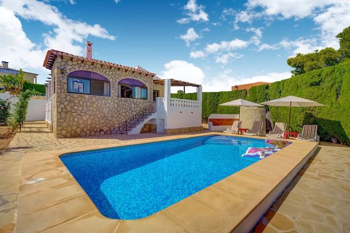 Bella villa a Calpe con piscina privata
