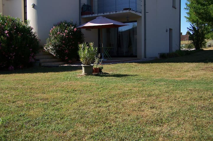 Garden appartment for 2 near Brive. - Cavagnac - Apartemen