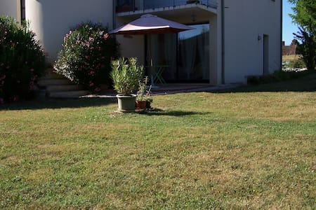 Garden appartment for 2 near Brive. - Cavagnac - Apartamento