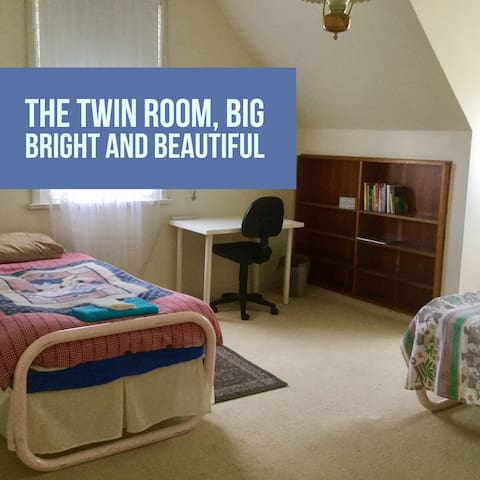 Twin share room close to public transport and city - Prospect - Casa
