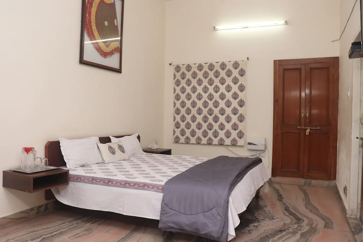 2 Rooms w/Shared Kitchen★Close to Local Monuments★