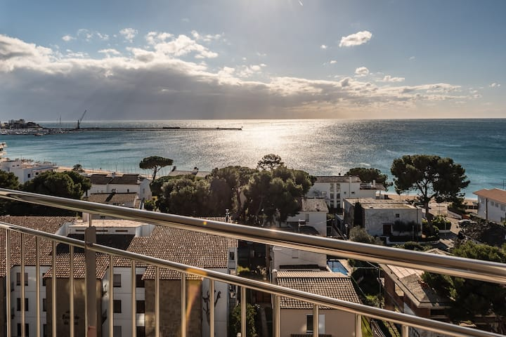 Panoramic of the Palamós bay