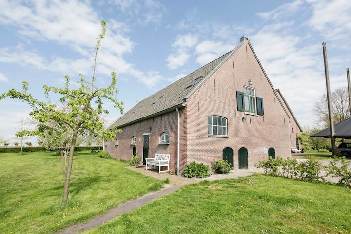 Lovely accommodation at former farm - Snelrewaard - House