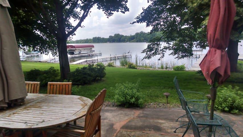 Comfort and relaxation at beautiful lake home! - Chisago City