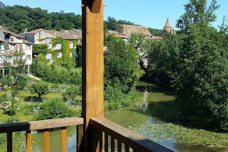 Maison de charme superbe vue - bord de la rivière