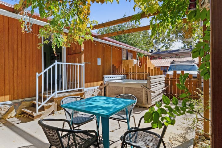 Downtown suite w/ shared hot tub & walkable location - Near Arches!
