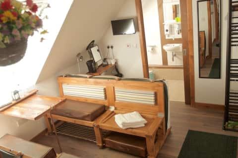 Birchwood Guest Lodge - Room 7 first floor