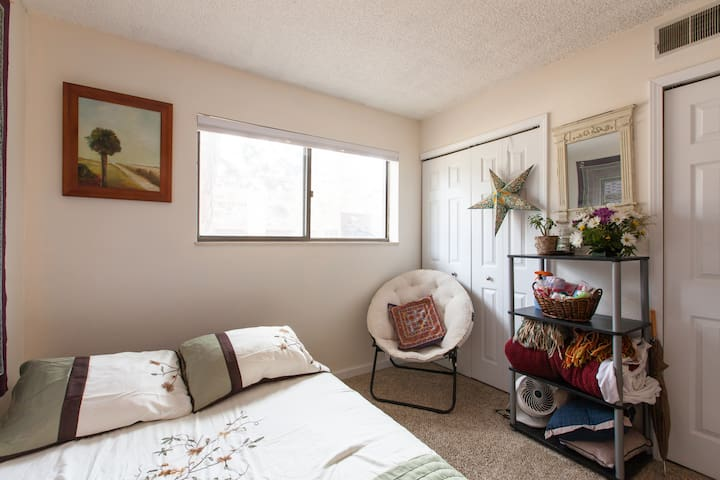 Private Room:  420 & Pet Friendly (Great Location) - Lakewood - Condominium