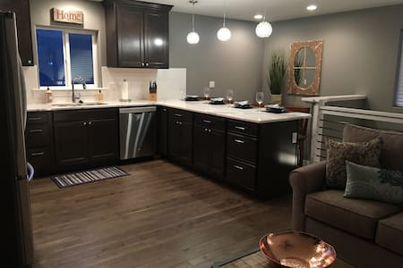 Monthly Fully Furnished Apartment Downtown CDA!