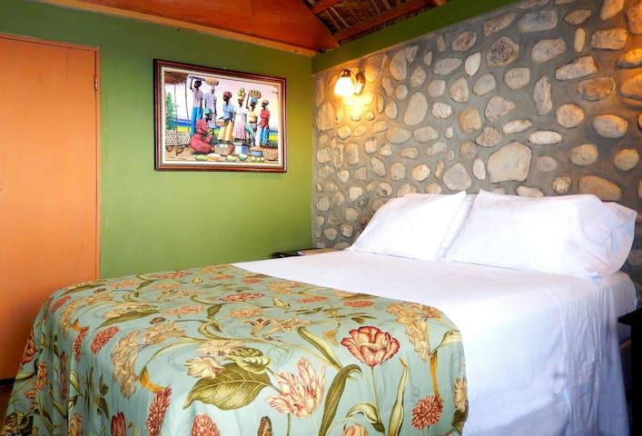 Rm 1: Comfortable Bed, Island decor, Splendid rock walls!