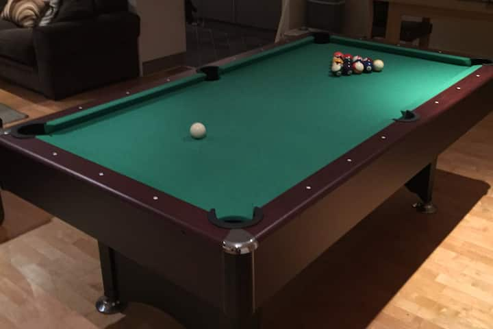 2 bedroom Brewery Quarter apartment *POOL TABLE*