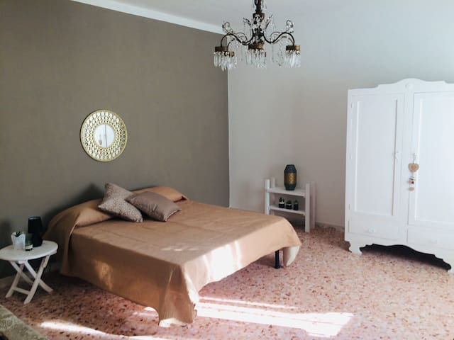 Golden Room vicino viale Taranto