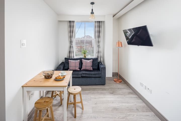 Modern 1 bed flat - easy reach of Paddington