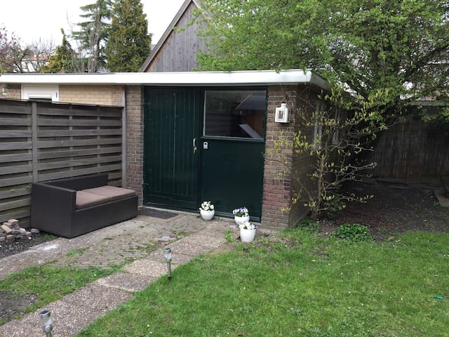 Charming Cottage nr Schiphol WiFi - Badhoevedorp - กระท่อม