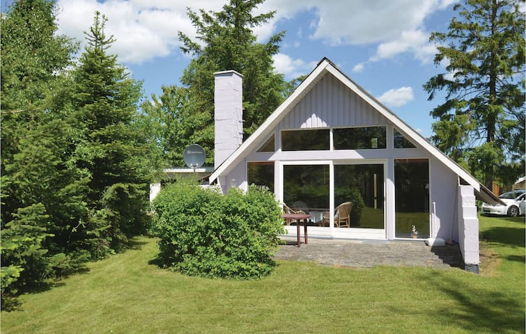 Holiday cottage with 2 bedrooms on 105m² in Væggerløse