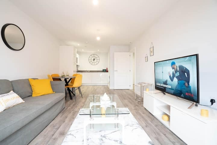 Luxury, new-build apartment with Netflix