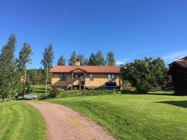 Trevligt hus med vacker utsikt - Leksand NV - Huis