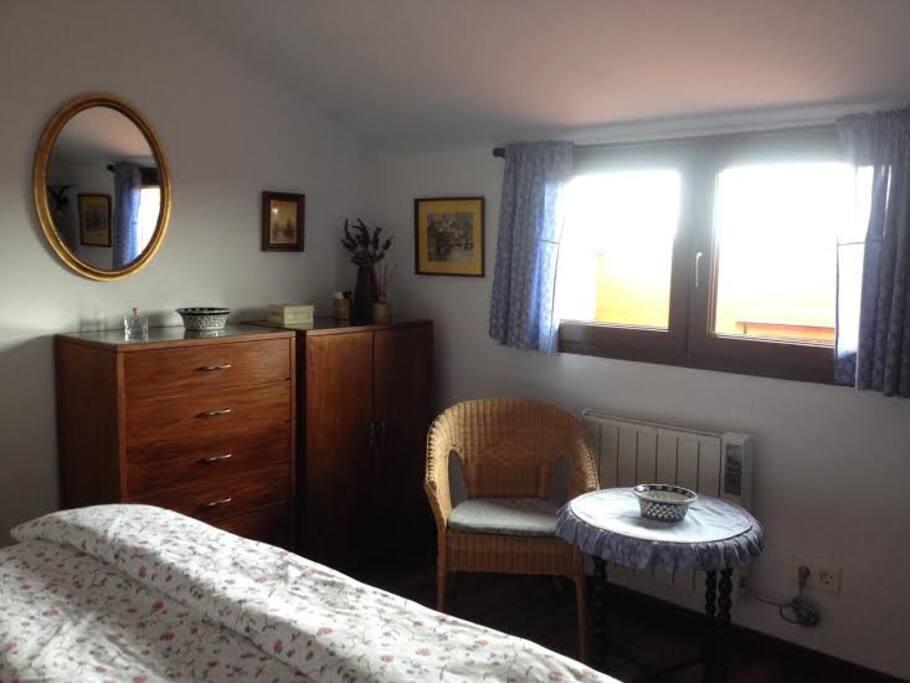 Dormitorio con vistas a Cerro